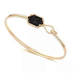 Jewelry - Pretty Gold fashion bracelet